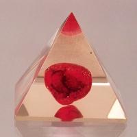 Piramida z karneolem
