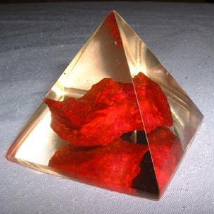 http://www.sokolowskiminerals.com.pl/183-thickbox_default/piramida-z-czerwonym-turkmenitem.jpg