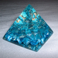 Piramida z turkmenitem